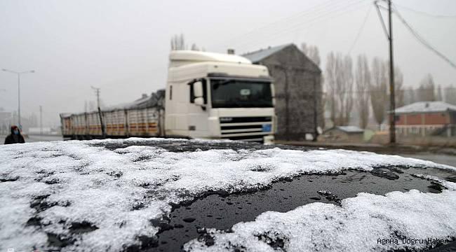 Ağrı'da mevsimin ilk kar yağışı gerçekleşti