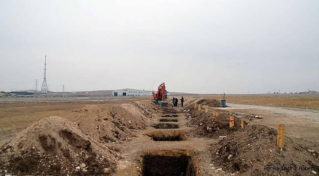 Kış mevsiminde toprağın donduğu Ağrı'da yüzlerce mezar hazırlandı