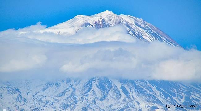 Ağrı Dağı zirvesinde büyüleyici görsel oluştu