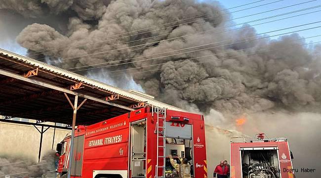 İstanbul'da bulunan bir plastik fabrikasında yangın çıktı