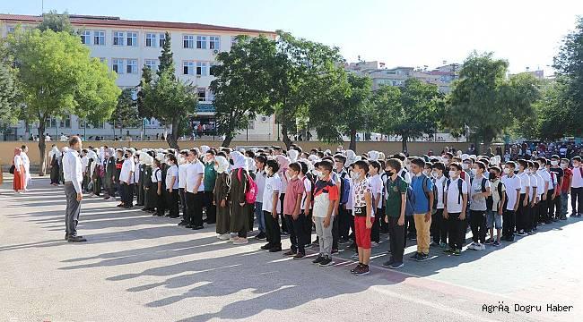 Öğrenciler okullarına kavuşmanın sevincini yaşadı