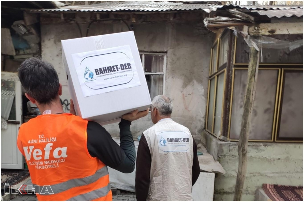 Ağrı'da, Vefa Sosyal Destek Grubu ihtiyaç sahiplerine yardım yapıyor